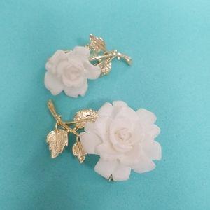 WHITE ROSES Scatter pin Vintage